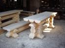 Стол и скамья из оцилиндрованного бревна